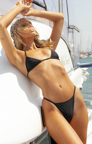 https://files.beginningboutique.com.au/20191230+-+9.0+Swim+Duke+Triangle+Bikini+Top+Black.mp4