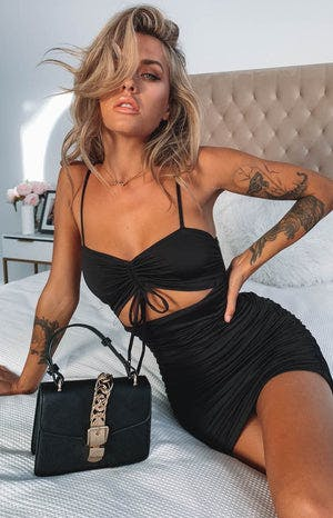 https://files.beginningboutique.com.au/Alana+Ruched+Dress+Black.mp4