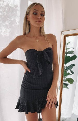 https://files.beginningboutique.com.au/Amuse+Strapless+Dress+Black+.mp4