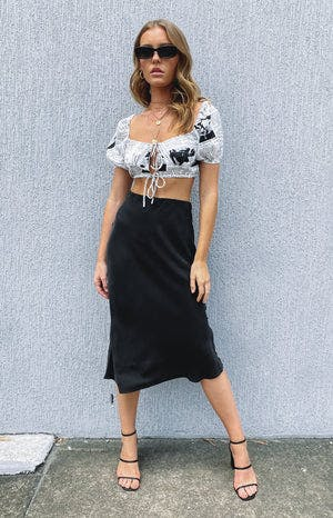 https://files.beginningboutique.com.au/BEYOND+HER+ANNIKA+MIDI+SKIRT+WASHED+BLACK.mp4