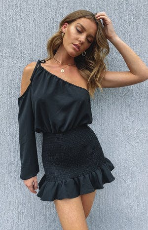https://files.beginningboutique.com.au/Bailey+One+Shoulder+Dress+Black.mp4