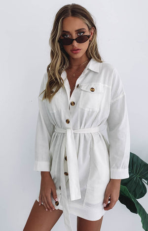 https://files.beginningboutique.com.au/Cerys+Button+Up+Shirt+Dress+Whit.mp4