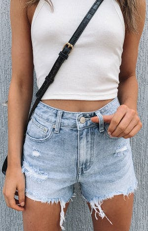 Deserted Ripped Shorts Denim