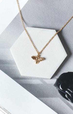 Eclat Honey Bee Necklace Gold
