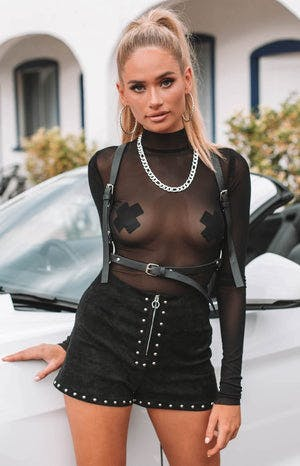https://files.beginningboutique.com.au/Ghost+Mesh+Bodysuit+Black.mp4