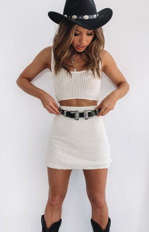 https://files.beginningboutique.com.au/Kailana+Crochet+Skirt+Off+White.mp4
