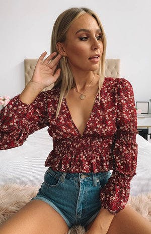 https://files.beginningboutique.com.au/Kaydence+Long+Sleeve+Crop+Wine+Floral.mp4