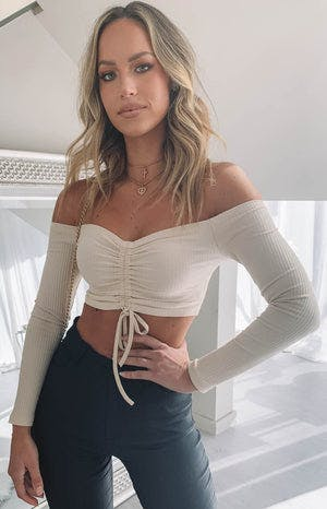 https://files.beginningboutique.com.au/Leilani+Crop+Beige.mp4