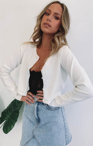 https://files.beginningboutique.com.au/Lioness+Cher+Cropped+Cardi+White.mp4