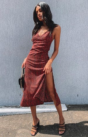 https://files.beginningboutique.com.au/Mariana+Midi+Dress+Red+Leopard.mp4
