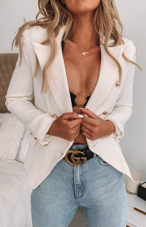 https://files.beginningboutique.com.au/Lioness+The+Palermo+Blazer+White.mp4