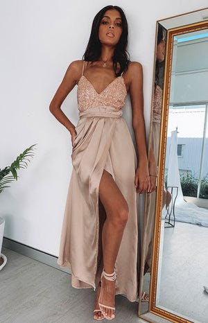 https://files.beginningboutique.com.au/Patrice+Formal+Dress+Mocha.mp4