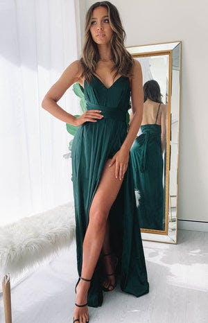 https://files.beginningboutique.com.au/Katrina+Split+Maxi+Dress+Green+.mp4