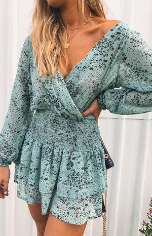 https://files.beginningboutique.com.au/Paislee+Long+Sleeve+Dress+Green+Print.mp4